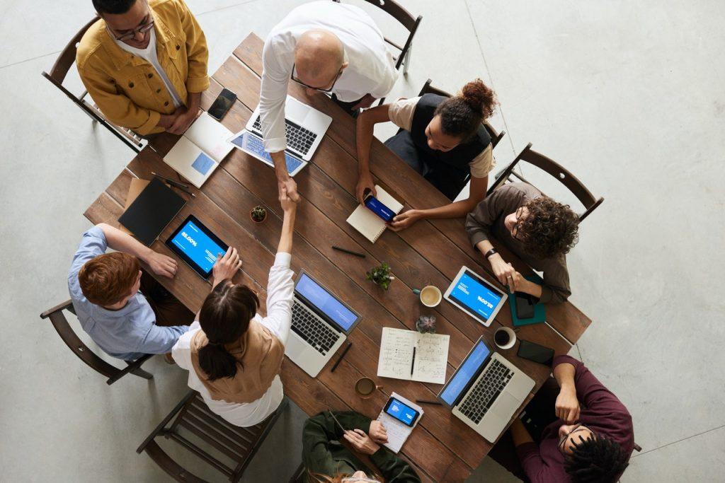 comment interagir avec des prospects et générer des prospects sur LinkedIn